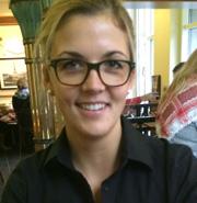 Myriam bestellte ihre neue Brille mit einem Gutschein von InternetOptiker.de