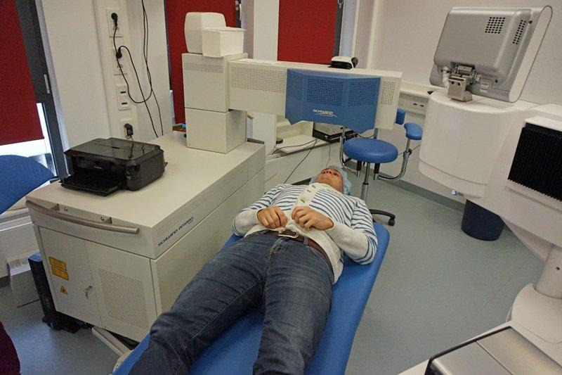 Femto-LASIK OP: Kilian im Operations-Zimmer